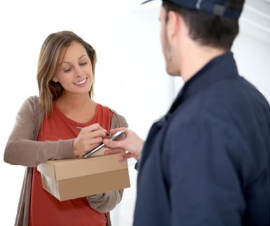mail delivery acceptance Copyright: <a href='http://www.123rf.com/profile_goodluz'>goodluz / 123RF Stock Photo</a>